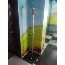 Металлическая напольная вешалка для одежды - модель №13