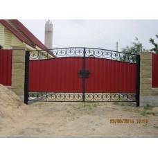 Ворота уличные распашные красного цвета с коваными узорами, мод.№11