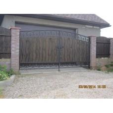 Ворота кованые из стали, с деревянными вставками, распашные, мод.№12