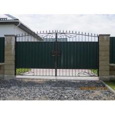Ворота с элементами ковки, из металлапрофиля и стали, распашные, мод.№15