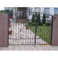 Ворота с красивыми коваными узорами - модель №24