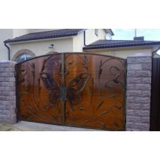 Ворота с элементами ковки, распашные, глухие, с бабочкой, мод.№29