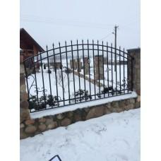 Забор кованый открытый, украшенный наконечниками и тремя фонариками, мод.№3